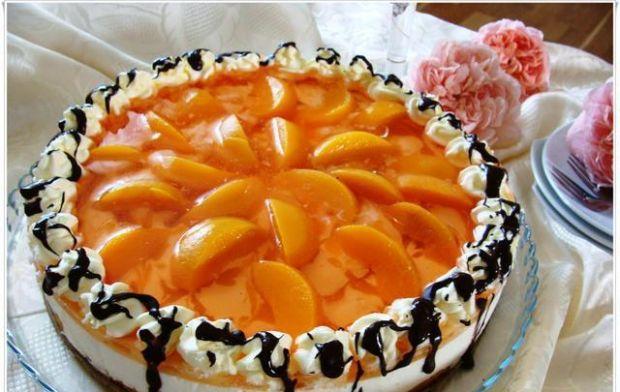 Szampański tort z brzoskwiniami