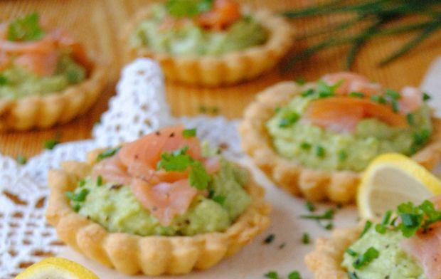Tartaletki  z awokado i łososiem
