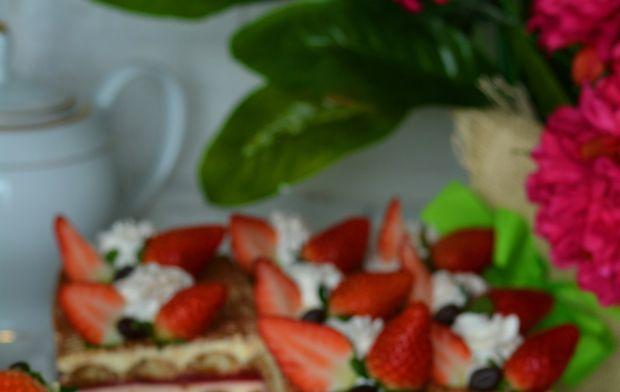 Tiramisu z truskawkowym musem