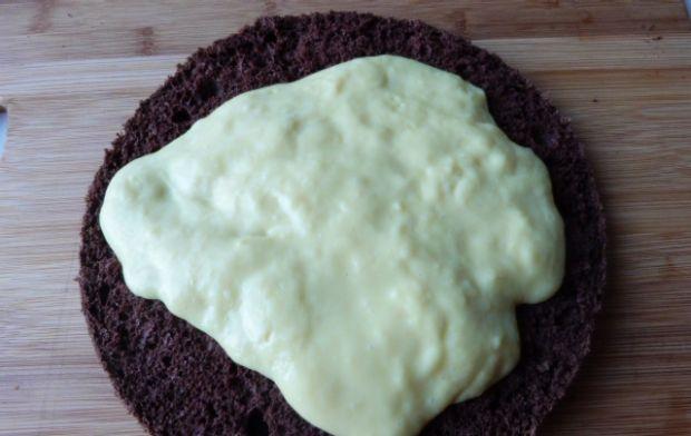 Torcik kakaowo-makowy z budyniowym kremem
