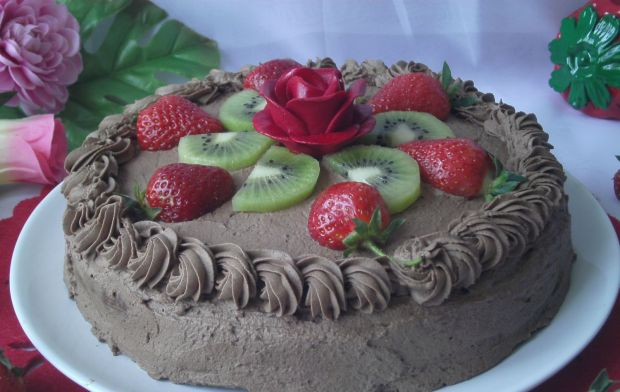 Tort czekoladowy z owocami