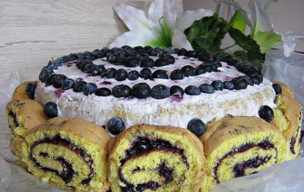 Tort jagodowy z roladkami