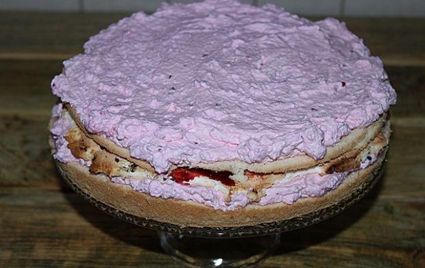 Tort malinowo śmietanowy
