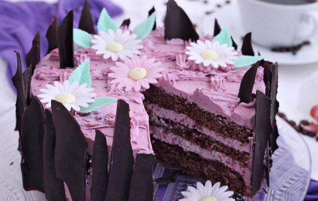 Tort z konfiturą z czarnej porzeczki