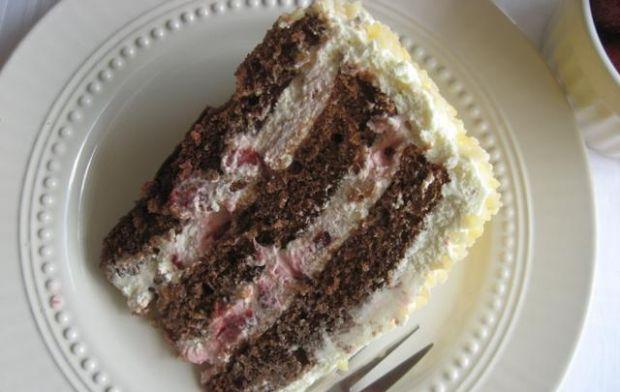 Tort z truskawkami i masą z mascarpone