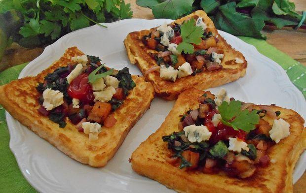 Tosty z platanem, botwiną i serem pleśniowym