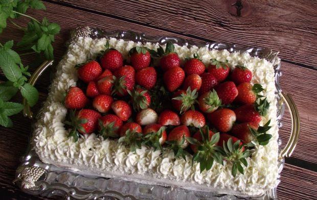 Truskawkowy tort z mchem