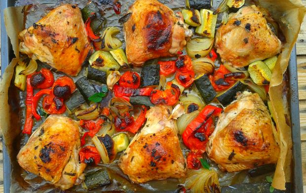 Udka pieczone z papryką, cukinią i pomidorami