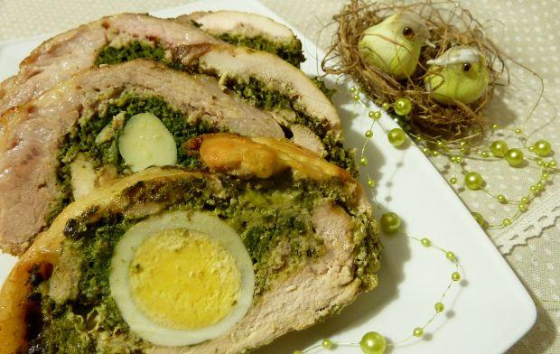 Wielkanocna rolada schabowa z szpinakiem i jajkiem