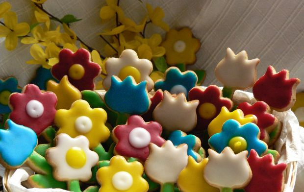 Wiosenne orzechowo-waniliowe ciasteczka