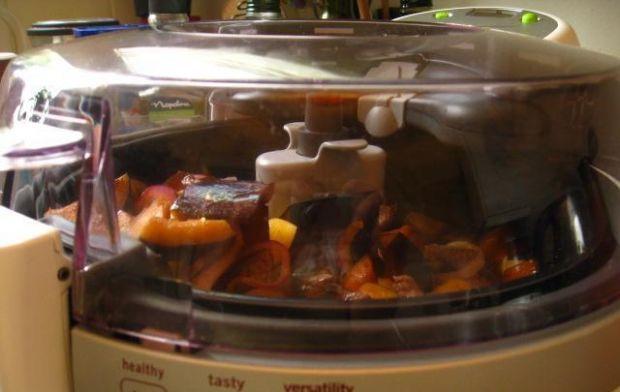 Wołowina z baklażanem i ziemniakami - Wszystkie składniki potrawy smażą sie zachowując doskonały smak i aromat