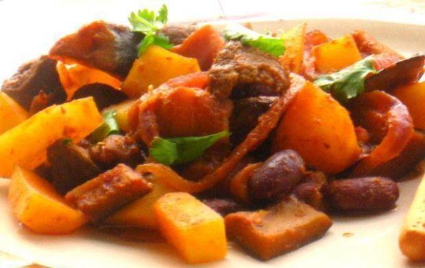 Wołowina z baklażanem i ziemniakami