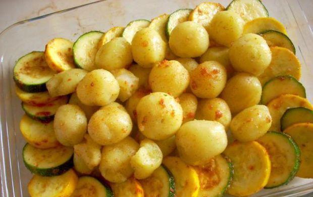 Zapiekane młode ziemniaki z cukinią