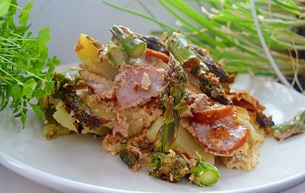 Zapiekanka ziemniaczana z kiełbasą i szparagami