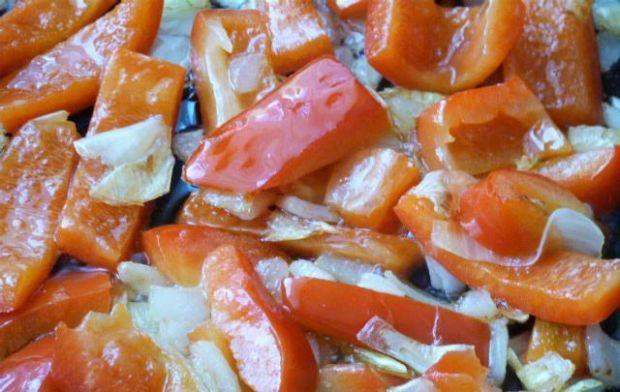 Zupa fasolowa z papryką i cukinią