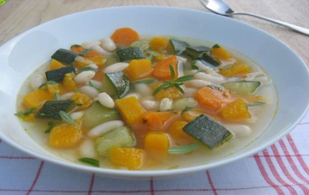 Zupa jarzynowa z dynią i fasolą