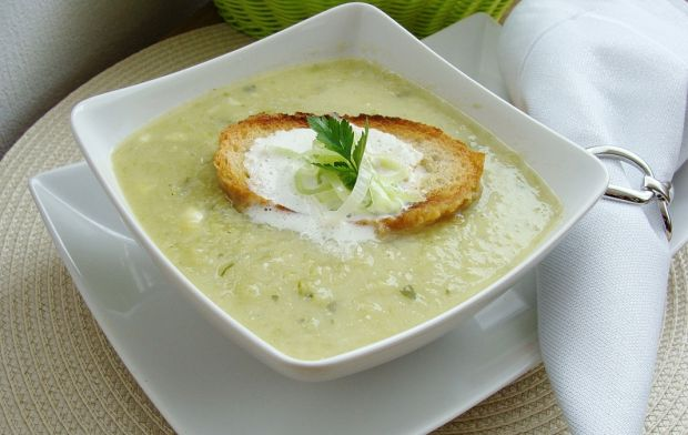 Zupa krem z pora z grzanką z chleba