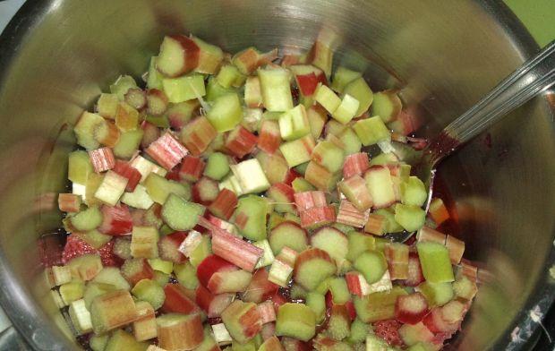 Zupa truskawkowa z rabarbarem i mascarpone