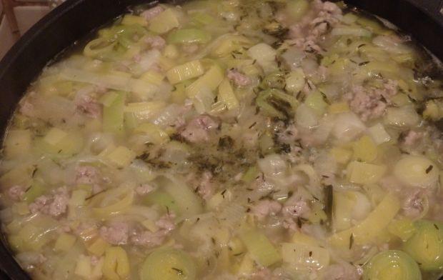 Zupa z pora z mięsem mielonym